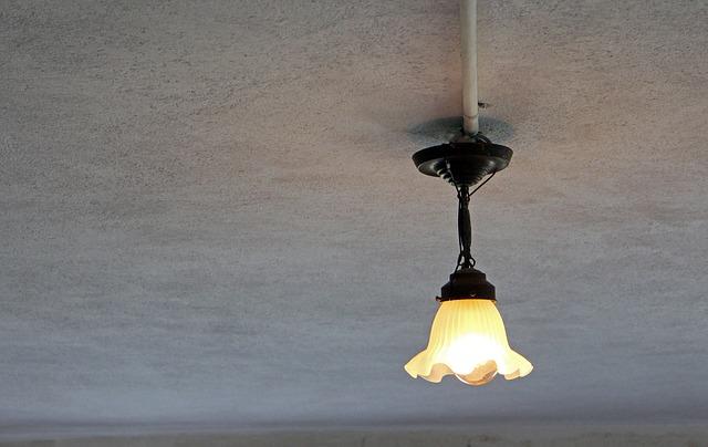 stará stropní lampička
