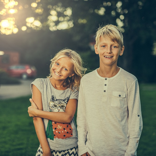 veselý sourozenci